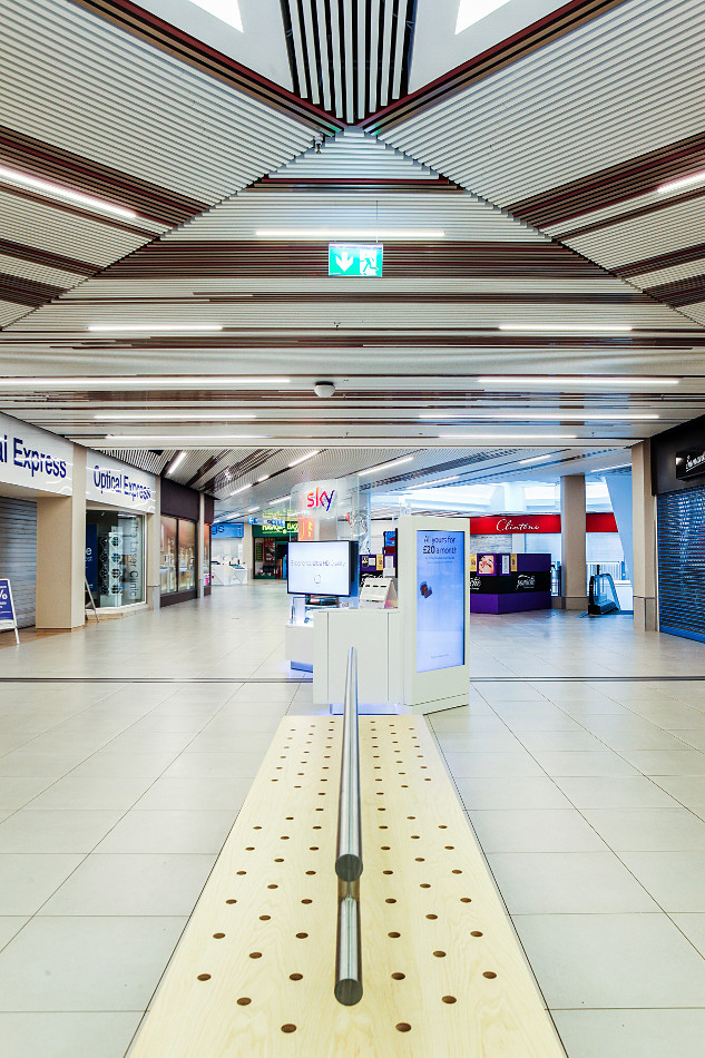 Mall project demonstrates Hunter Douglas's innovative multi-panel system