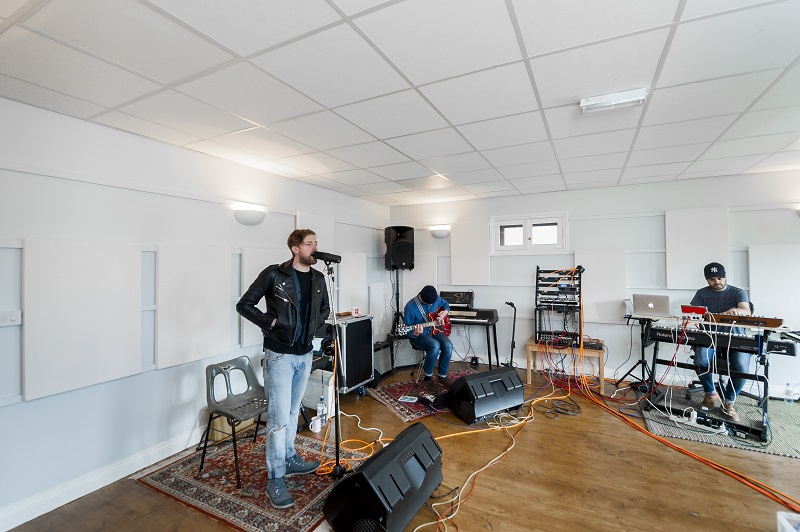 SIG Insulation provides acoustic solution for Kaiser Chiefs